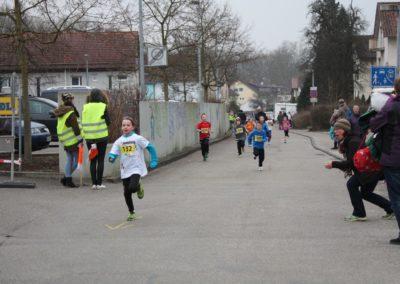 Kinder kurz vor dem Ziel beim Gmünder Stadtlauf