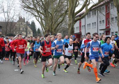 Läufer in der Schwerzerallee beim Gmünder Stadtlauf